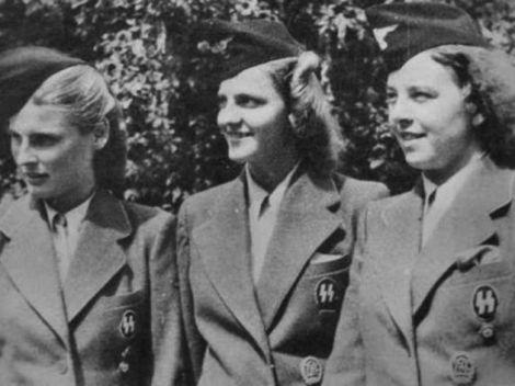 Irma Grese (en medio) colaboró personalmente con el Dr. Mengele