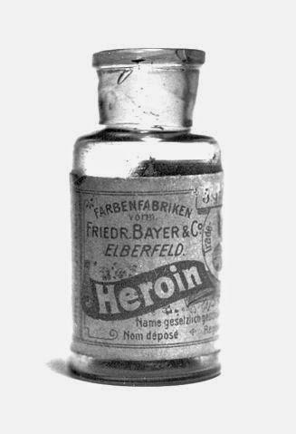 Botella de heroína comercializada por Bayer
